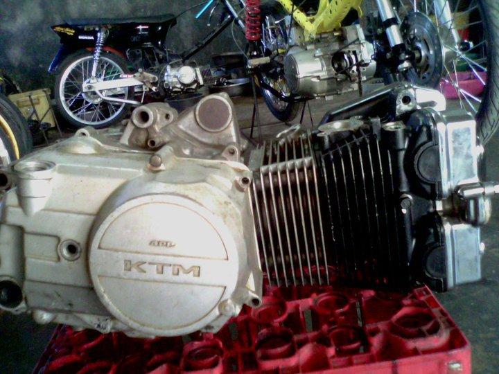 DOHC dari Suzuki satria FU 150 wah wah …. jozz gandhos patinya! :D