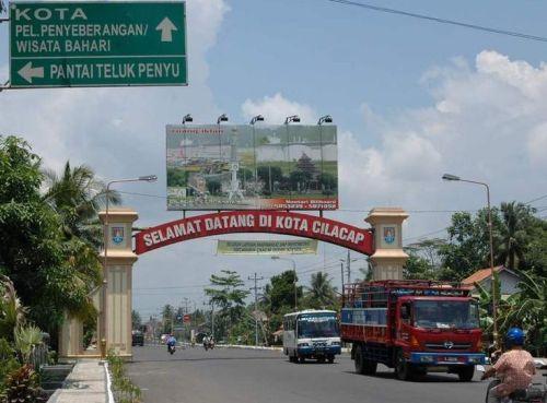 pintu-gerbang-kota-cilacap-cilacap-indonesia+1152_12993825436-tpfil02aw-7140